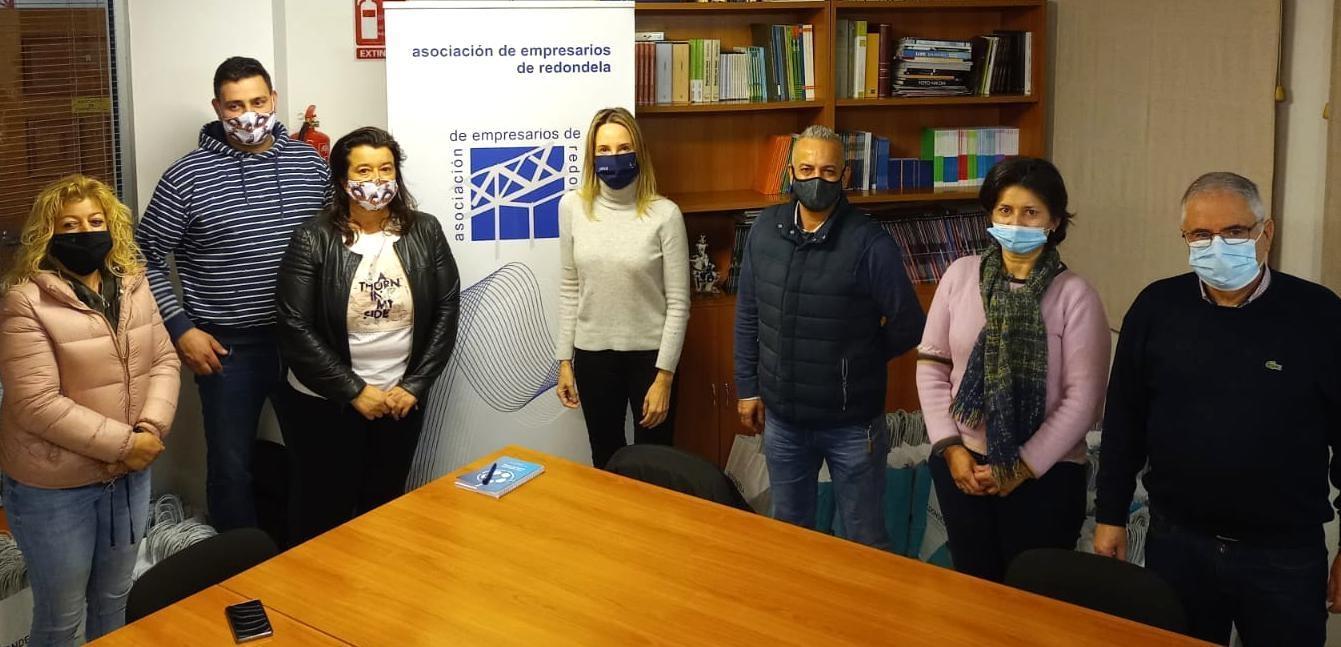 A RECENTEMENTE NOMEADA DELEGADA TERRITORIAL DA XUNTA DE GALICIA EN VIGO REÚNESE CON REPRESENTANTES DA ASOCIACIÓN DE EMPRESARIOS DE  REDONDELA.